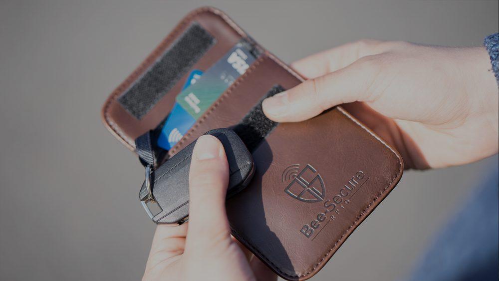 RFID Signal Blocking Wallet (Close) Banner - Bee-Secure UK